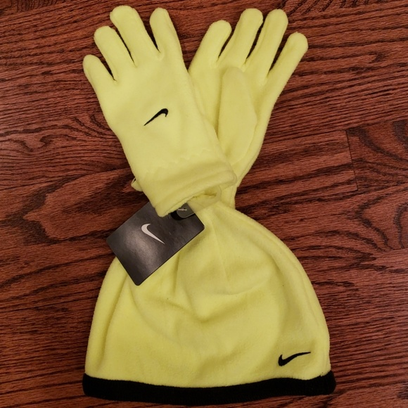Nike Other - Fleece hat and gloves NWT